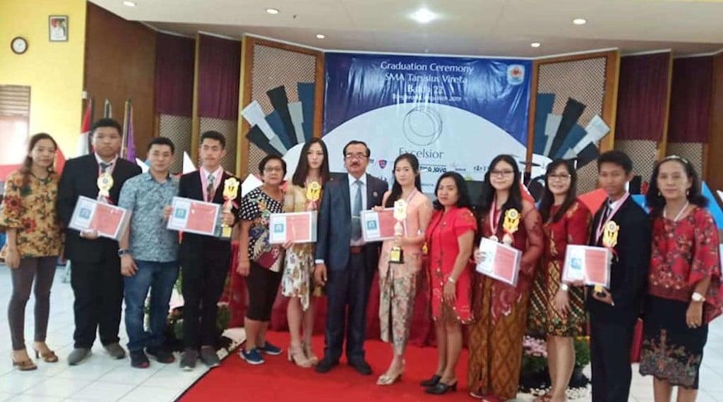 Foto Bersama Siswa dan Orang Tua Siswa Dengan Pimpinan Sekolah